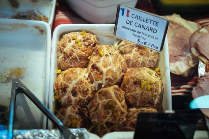 Naar de markt in de Luberon: caillette de canard op de markt van Lourmarin