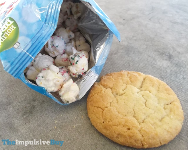 Cracker Jack Holiday Sugar Cookie Popcorn 2