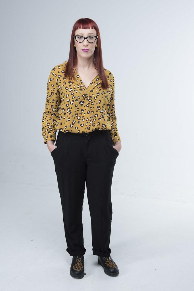 Daniela, 31 anos, é casada com o irmão de Ana. Partilha o gosto pela fotografia com Bárbara e é parceira de negócios de Ana.