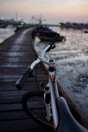 Gresik public port - Lumpur. Just another morning project, my ride my bicycle #terfujilah #bicycle #morningroad #xf23mm #fujifilmXT1 #sepedaanpagi #pagiindonesia #pagigresik #gresik #arekgresik