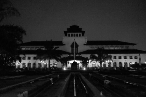 Gedung Sate at Night, Bandung. Th West Java Governor office at Bandung. #bandung #jalanjalanbandung #arsitekturbandung #bangunantuabandung #blackwhite #bw #bandungarchitecture #gedungsate #gedungsatebandung #terfujilah #fujifilm #fujifilmXT1