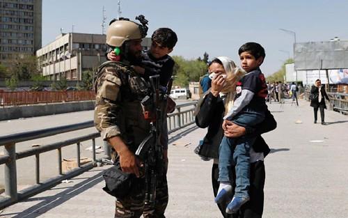 আফগানিস্তানের তথ্যপ্রযুক্তি মন্ত্রণালয়ে গুলি ও বোমা বিস্ফোরণ