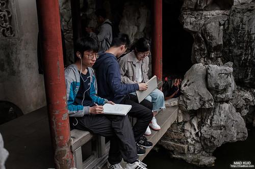 若大的園子總會看到學生來這寫生,一開始看到兩三個還以為他們很有雅興,後來發現很多人才驚覺是作業。