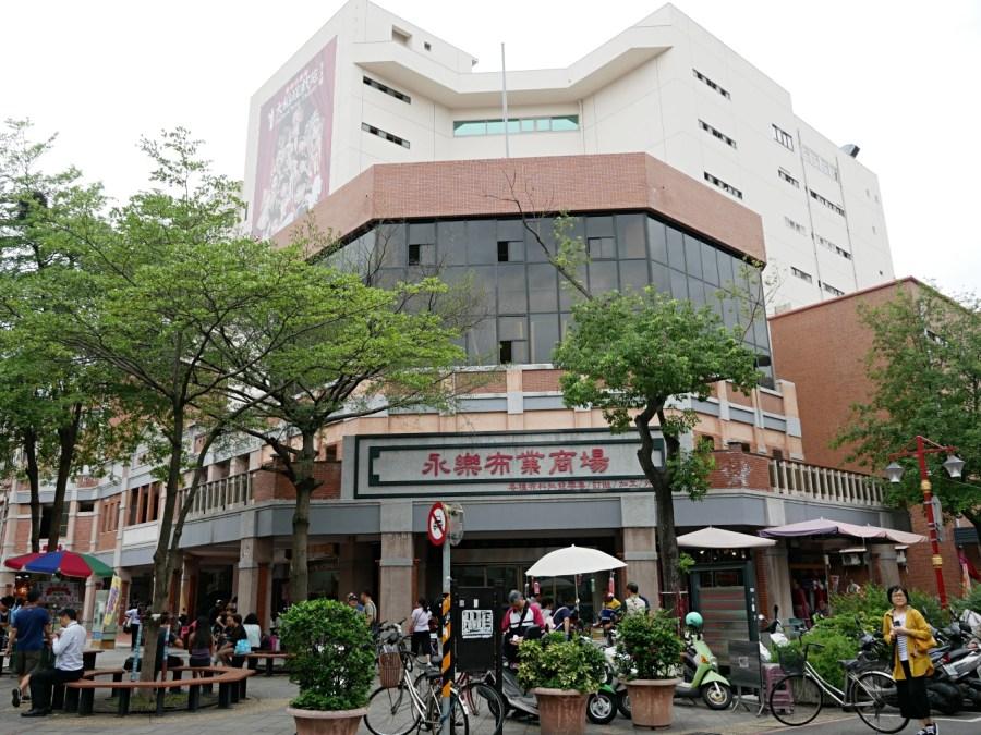 [台北美食]雙連站小吃|民樂旗魚米粉~永樂市場對面在地銅板美食.激推酥炸紅燒肉 @VIVIYU小世界