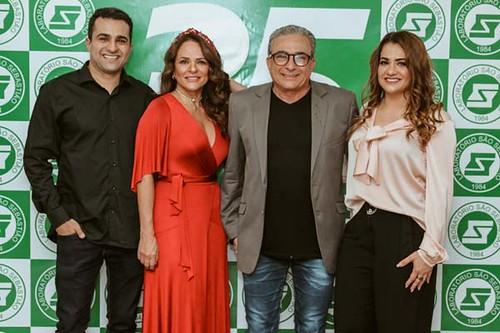 Jackie e Dr. Elias José com os filhos, Luiz Filipe e Ana Olívia