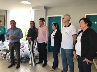 Mamara e Alatair com os representantes das entidades beneficidas