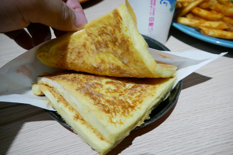 [中壢美食]大嗑 Brunch|中原夜市附近超人氣校園美食第一名~超厚實薯餅蛋餅平價早午餐 @VIVIYU小世界