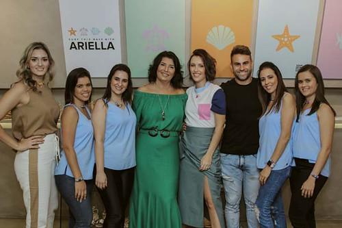 Rafaela Furlanetto, Roseli e Gabriela com a equipe Zargot e os representantes da Vicenza