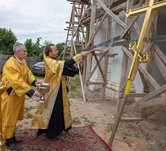 Установка креста на колокольню храма иконы Божией Матери «Всех скорбящих Радость» в селе Пересветово