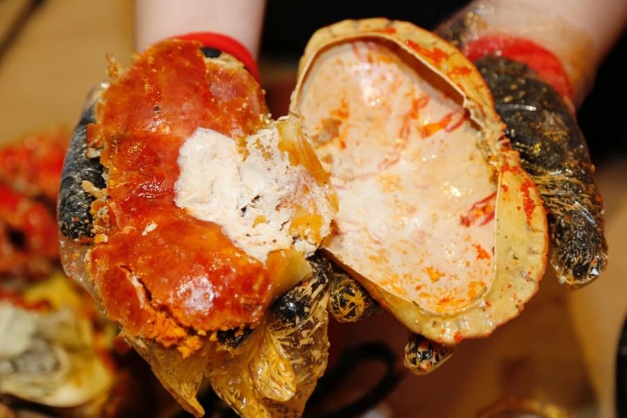 [中壢美食]紅唇蟹 KISS CRAB 美式手抓海鮮 威尼斯影城旁~北海道帝王蟹、波士頓龍蝦、英國麵包蟹豪邁大口吃.迎新季平日四人同行點歡樂套餐B加贈白葡萄酒 @VIVIYU小世界