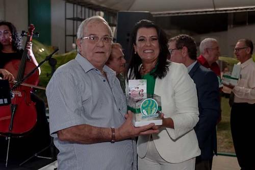 Cada cliente 18 anos ganhou um mimo das mãos de Mara Vilar: um mini bolo