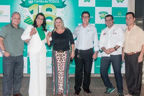 Mara Vilar e o assessor de imprensa Custório Ribeiro (direita) receberam a imprensa