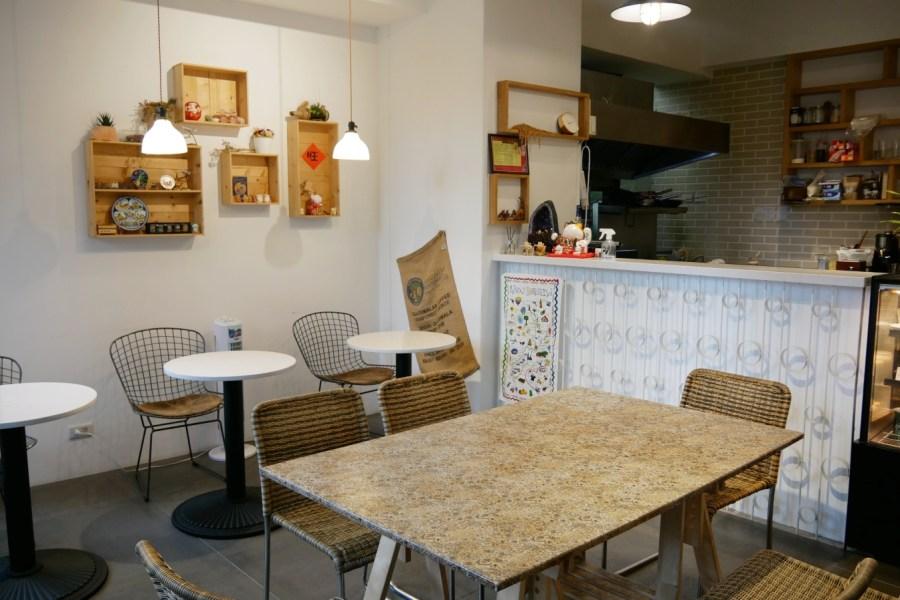 [桃園美食]小囍窩 Food & Drink 尊爵大飯店旁美式早午餐~充滿綠意小庭院.空間舒適 @VIVIYU小世界
