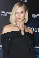 "Karlie Kloss attends the eighth annual Breakthrough Prize – the ""Oscars of Science"", on Sunday, November 3, at NASA Ames Research Center in Moffett Field, California. (Photo by Yichuan Cao/Sipa USA)"