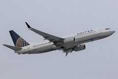United Airlines N76523
