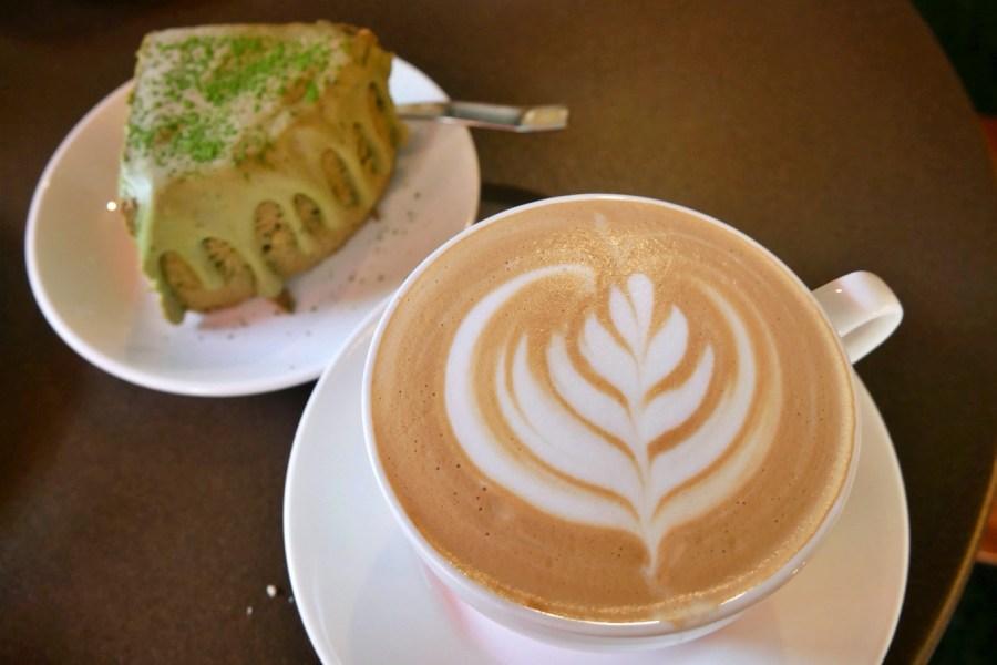 [嘉義美食]聖塔咖啡|文化路夜市旁~自製美味甜點搭配特選咖啡豆.夜市逛累之後的好選擇 @VIVIYU小世界