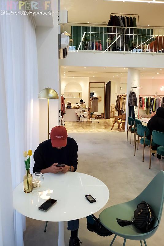 49156129908 98f9f40840 c - 店內滿是妹子的韓系網美咖啡店,Stunning Cafe空間大器好拍還結合了三種風格服飾~