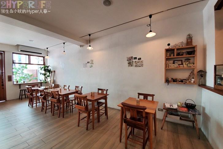 49186990998 474eaff3fc c - 老宅改建咖啡屋空間感舒適,Mitaka s-3e Cafe還有可愛龍貓站牌造景可以拍照,友藏拉花也很有梗!