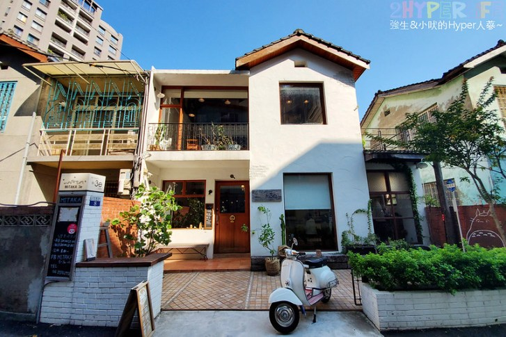 49187487346 59f4222781 c - 老宅改建咖啡屋空間感舒適,Mitaka s-3e Cafe還有可愛龍貓站牌造景可以拍照,友藏拉花也很有梗!