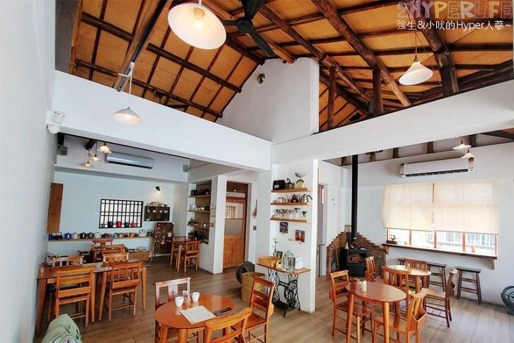 49187487611 aff565663e c - 老宅改建咖啡屋空間感舒適,Mitaka s-3e Cafe還有可愛龍貓站牌造景可以拍照,友藏拉花也很有梗!