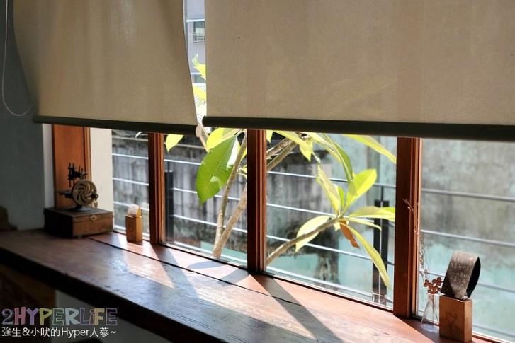 49187487751 c01182037c c - 老宅改建咖啡屋空間感舒適,Mitaka s-3e Cafe還有可愛龍貓站牌造景可以拍照,友藏拉花也很有梗!