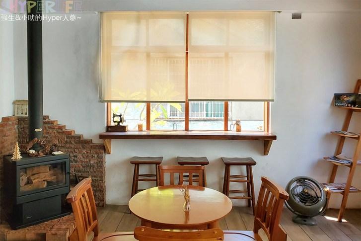 49187684142 0d63722fc2 c - 老宅改建咖啡屋空間感舒適,Mitaka s-3e Cafe還有可愛龍貓站牌造景可以拍照,友藏拉花也很有梗!