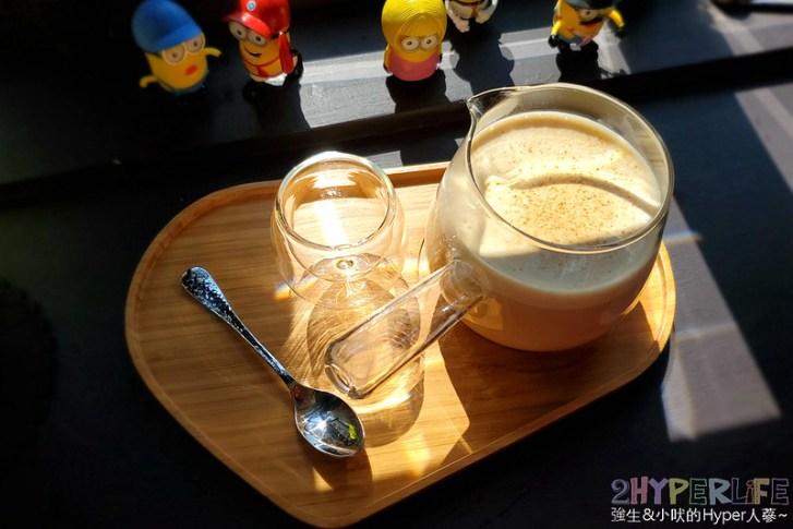 49448883043 428868e891 c - 勤美誠品附近高質感下午茶,樂室主打手沖茶飲沒賣咖啡喔!季節限定厚鬆餅也好迷人~