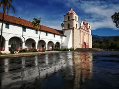It had just drizzled before I arrived, making for great photography with those reflections on the ground! @oldmissionsb