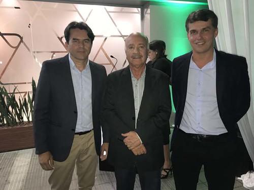 Os diretores Wander Silva e Matusalém Sampaio recebem o superintendente administrativo da FSFX, André Luis Nani