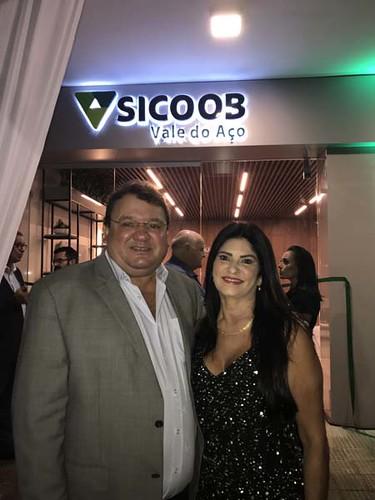 O deputado Celinho do Sintrocel e Carmen