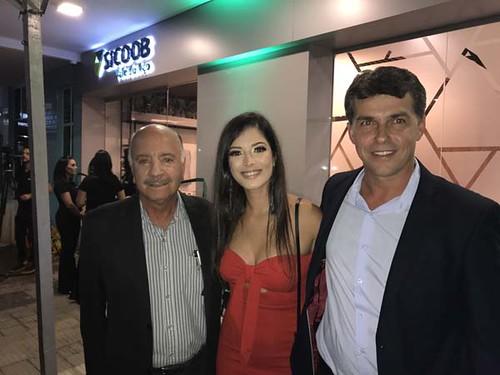 Matusalém e André Luís ladeiam a gerente da nova Sicoob, Thalita Andrade