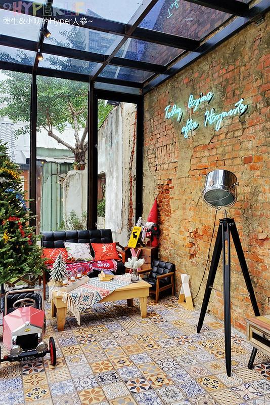 49646881002 22faa3064b c - 以老宅改建成網美系玻璃屋的堅果小巷,店內還有挑高彩繪牆、早午餐也好吃!