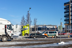 Henkilöautot pysäytettiin E4-tiellä.