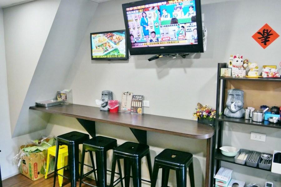 [桃園美食]簡單炒食館 中山東路上一點都不簡單的平價炒飯麵店‧小鐵鍋造型送上桌獨特炒飯口味 @VIVIYU小世界