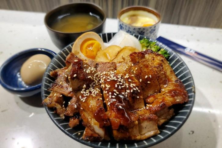 49693866582 b38ee2ff5f c - 從火車站起家的飯飯在一中也吃的到囉!還有特殊口味唐揚炸雞,飯桶們別錯過這間丼飯啦~