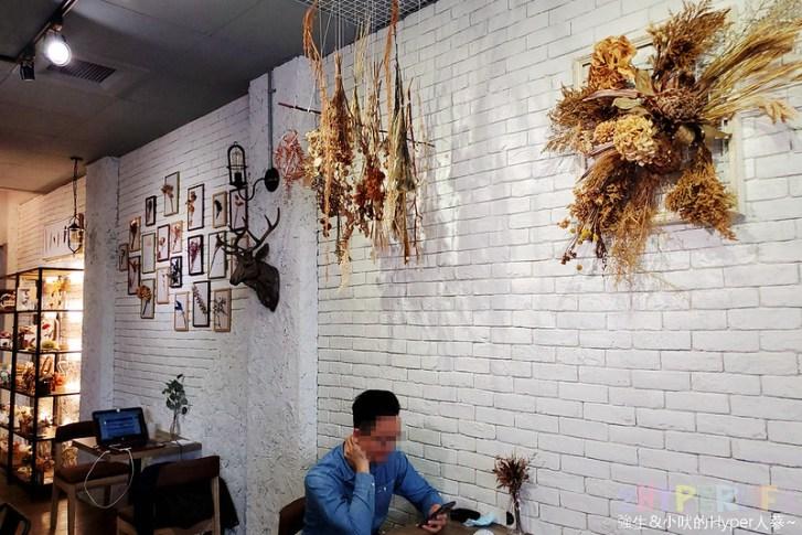 49859124316 dda6fb84b5 c - 是咖啡館也是攝影棚的Frini Café,裡頭還有美美花藝空間,用餐不限時呦~