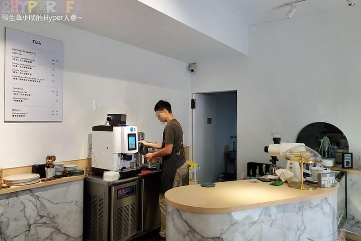 49869473368 9934bf662f c - 湖水綠的獨棟洋房外觀外加旋轉梯設計超好拍!外觀走網美系的靜謐咖啡館~