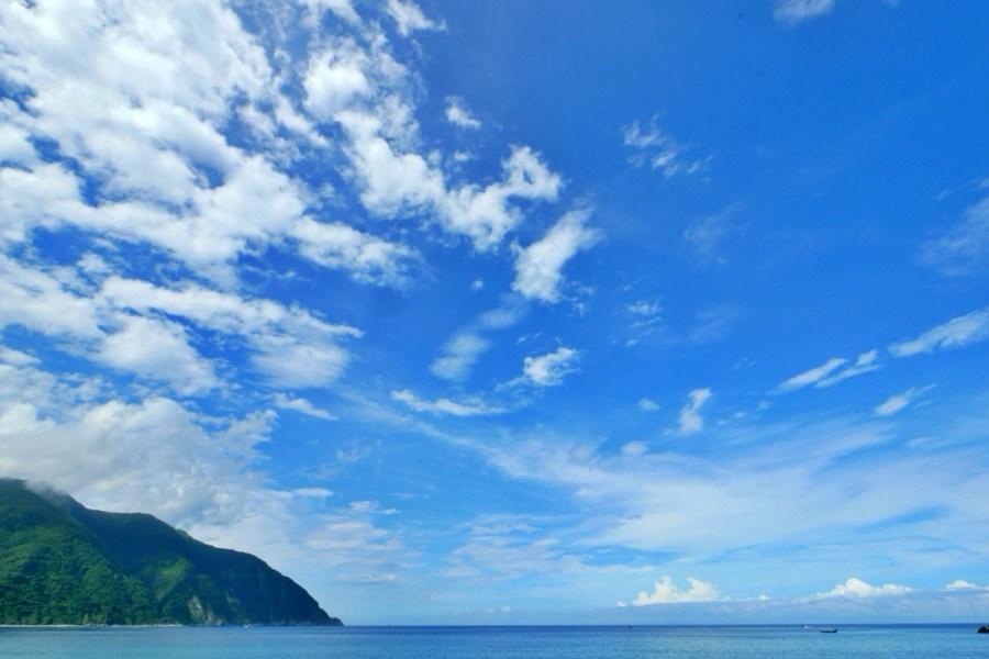 [宜蘭旅遊]東澳灣.粉鳥林漁港|碧綠青山偎傍湛藍海水~礁岩地形海天成一線 @VIVIYU小世界