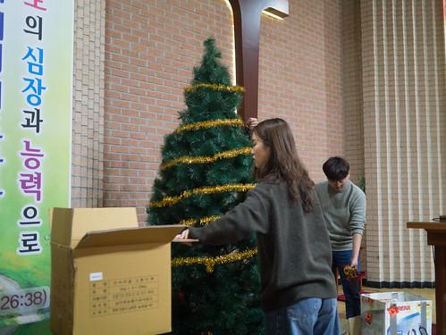 Decorating Christmas Tree_MDY_191124_2