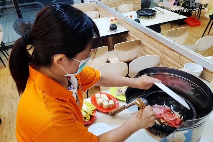50297088541 3cd557c040 c - 想吃什麼火鍋料自己動手拿,橙石自助石頭火鍋搭配麻油現炒的鍋底讓湯頭更有味道!