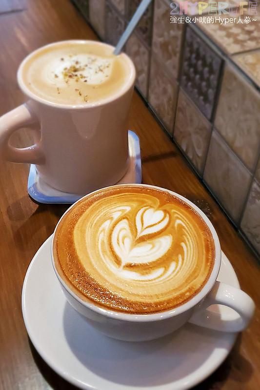 50350593558 7cd6ab2e88 c - 僻靜巷弄裡的低調咖啡館,謐所的咖啡甜點表現都不錯,型男老闆手作逗趣陶藝品也很逗趣喔!