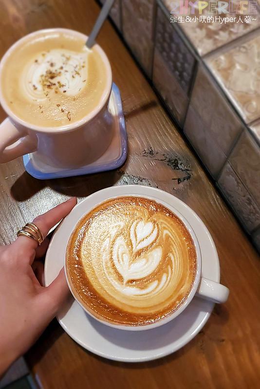 50351450687 d268a0bbc8 c - 僻靜巷弄裡的低調咖啡館,謐所的咖啡甜點表現都不錯,型男老闆手作逗趣陶藝品也很逗趣喔!