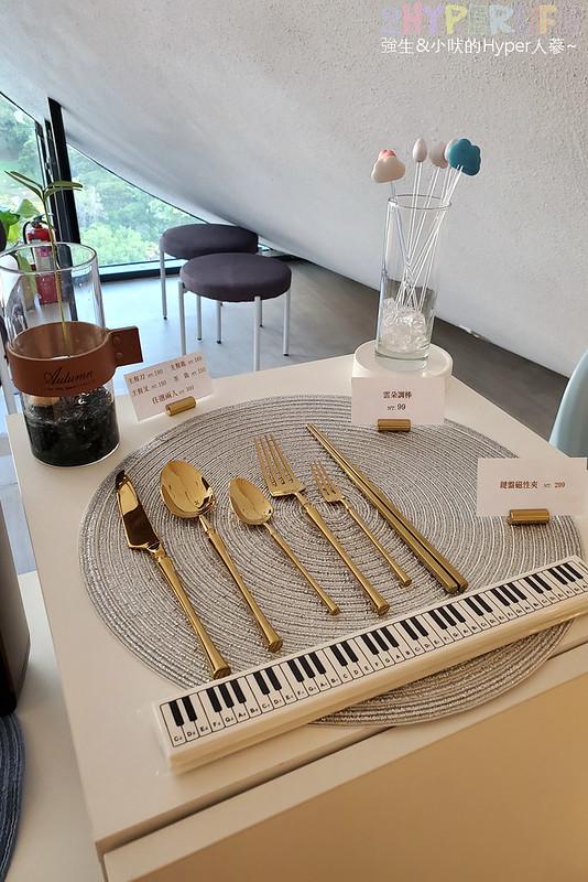 50637857387 d4220f5147 c - 在有著最美窗景的咖啡館裡吃珍奶鬆餅太享受!走出堁夏咖啡就是台中歌劇院的空中花園~