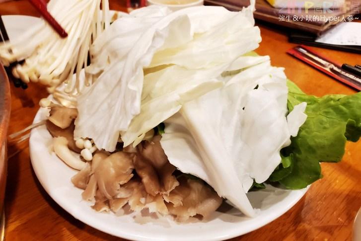 50753727736 59f54c5fa3 c - 來自東北的正宗酸菜白肉鍋,徠圍爐獨家雙層炭火鴛鴦鍋可以同時吃到麻辣鍋美味!