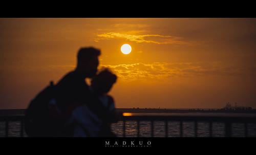 2021情人節快樂😆,拍完實在是很想把照片送給他們兩位,有趣的是西子灣整排看夕陽的遊客,沒人想待在他們旁邊,可能太閃了