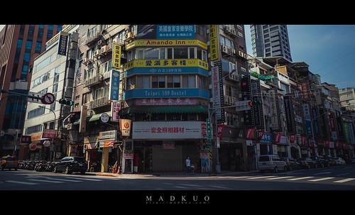 台北相機街,好多間曾經買過攝影器材的店家不是換成其他店家,就是掛上大大的出租中,有股淡淡的哀傷。