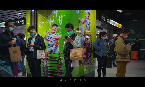 2021疫情爆發一年多了,在疫情的影響下,能在人多的公共場所看到沒戴口罩的人們,只剩下牆上的那些人了。