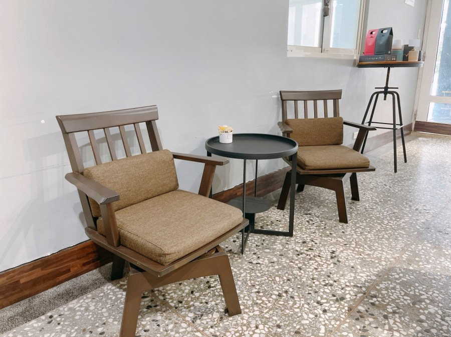 [林口美食]AU CAFÉ 鷗咖啡|隱藏在住宅區之中的烘豆坊~每天現烤甜點.肉桂捲 @VIVIYU小世界