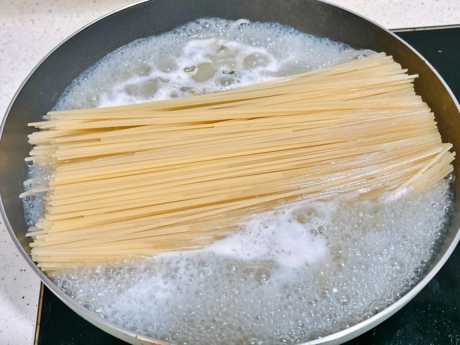 [烹飪]一鍋煮到底白酒蛤蜊義大利麵 懶人料理~西式餐點上桌好輕鬆 @VIVIYU小世界