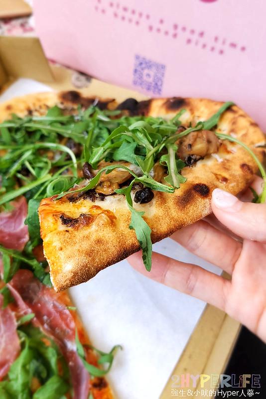 51243708318 70b5a7027d c - 有著萌萌臉的粉紅色披薩盒超少女心,有種披薩主打南義巴里式薄皮披薩,副餐選擇也不少!